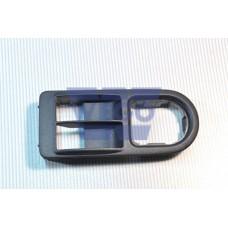 рамка кнопки стиклоподъемника левая